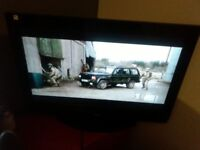 HITACHI FREEVIEW HDMI TV WITH STAND REMOTE GREAT FOR GAMING ETC