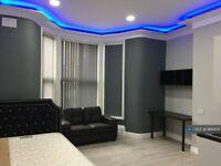 Studio flat in Claremont, Bradford, BD7 (#966435)