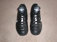 MENS NIKE TIEMPO 750 ASTROTURF/TRAINERS SHOES SIZE – 9 = £10 ono
