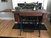 Antique Working Singer Sewing Machine/Table