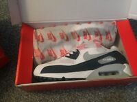 Size 8 Nike Air Max trainers BRAND NEW IN BOX!