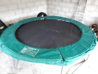 8 foot Trampoline with enclosure