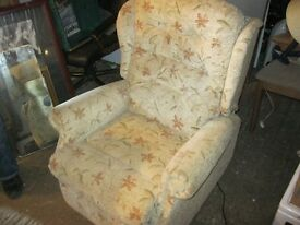 ELECTRIC RECLINER ARMCHAIR. EXCELLENT CONDITION. HARDLY USED. VIEW/DELIVERY AVAILABLE