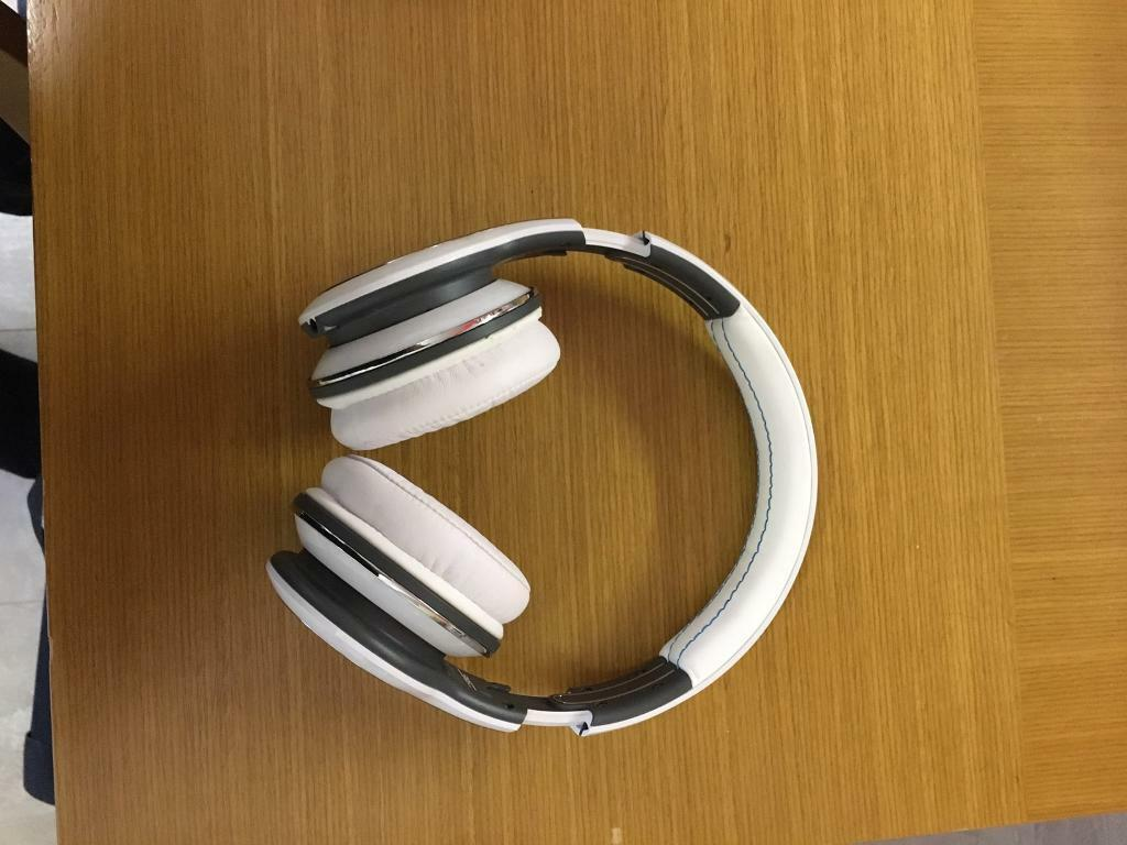 SMS audio headphonesin New Ollerton, NottinghamshireGumtree - SMS audio headphones (50 cents brand) in white and blue only used a for times. Message me for more details