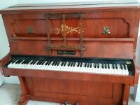 UPRIGHT PIANO - great for beginner