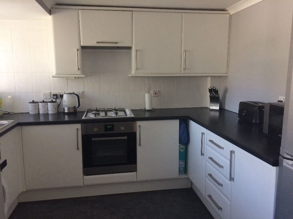 White kitchen units black worktop has hob sink washing for Kitchen units and worktops