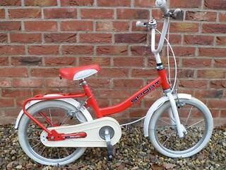 Boys or Girls Red Team Playaway Sport Bike Age Approx 4/5+