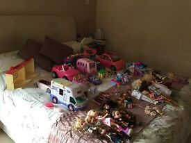 Selection of Girls Toys - Barbies, Bratz, Polly Pocket, Sylvanian Families and Accessories