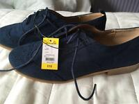 Women's new shoes size 6