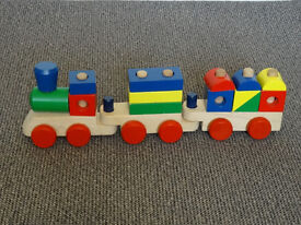 Melissa & Doug - Wooden Toy Stagging Train – Age 2+
