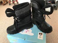 Children's snow boots size 1