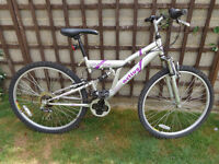 ladies full suspension bike with lights, new d-lock ,ready to ride can deliver
