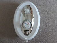 Triton Topaz Electric Shower 8.5 Kw White and Chrome