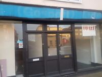 well sized commercial shop / trade counter space to let on a busy road in Gosport. Flexible terms