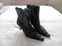 Ladies black leather boots, size 7, good condition.