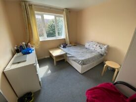 2 Bedrooms flat for rent near Goodmays Station with Parking