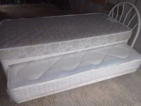 Single guest bed with trundle bed underneath.