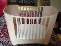 Leander Cot / Bed (baby bed, junior bed including extender, mattress & sheets)