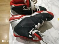 Boys basketball Shoes. Size 4