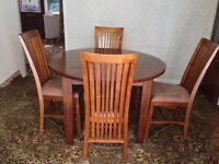 Extendable wood dining table and 6 upholstered cushioned chairs