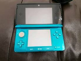 Aqua Blue 3ds With Game and Accessories