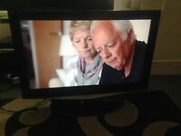 """SAMSUNG 32"""" LE32R72B LCD TV WITH ORIGINAL STAND&REMOTE"""