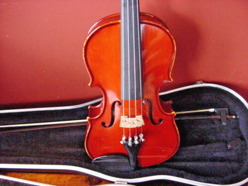 WILLIAM LEWIS  JUNIOR VIOLA   3/4   CASE ANDGLASSER  BOW 2001