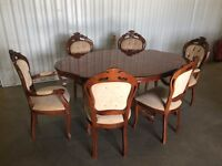 Italian dining table in excellent condition with 6 chairs // free delivery