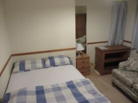 Lovely double bedroom in detached house within 10 mins walking distance of High Street/railway stn