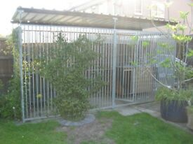 4 M x 1.5 M GALVANISED DOG RUN WITH ROOF BY KENNELSTORE