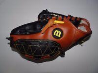 Wilson Youth Baseball Glove Easy Catch Web RHT T-Ball Game USA America MLB Sports Games Hand Quality