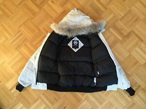 CANADA GOOSE - OFF WHITE - MEDIUM- PRICE HAS BEEN LOWERED! West Island Greater Montréal image 2