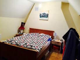 MASSIVE DOUBLE ROOM IN THAMES DITTON