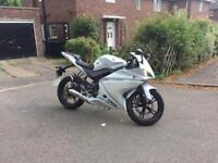 Pearl White Yamaha Yzf R125 (Sports Exhaust)