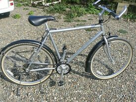 RALEIGH 21 SPEED VOYAGER SPORTS TOURING BIKE LIGHTWEIGHT CR/MO 4113 TUBING SOFT RIDE SADDLE USED 2
