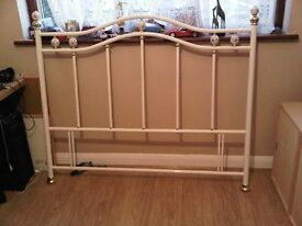 DOUBLE BED WHITE VINTAGE EFFECT VICTORIANA METAL HEADBOARD