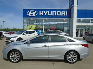 2013 Hyundai Sonata SE - SUNROOF AND LEATER SEATS
