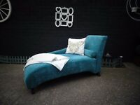 ABSOLUTELY STUNNING BLUE VELVET CHAISE LOUNGE NO RIPS OR STAINS IN IMMACULATE CONDITION