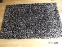BHS Black and White Rug with FREE underlay