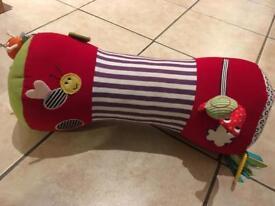 Tummy time roller cushion
