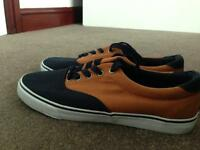Canvas shoes. Navy blue/Light brown (Size 9)