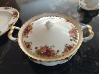 Royal Albert Old Country Roses lidded Tureen, excellent condition.