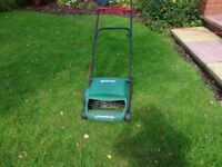 Electric lawn areator