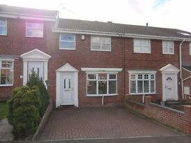 TO LET (£650 pcm) 3 bedroom town house with parking, garage and conservatory. In Ossett.