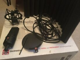 sE electronics X1 studio bundle microphone, xlr cable, RF-X filter booth