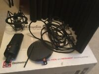 sE electronics X1 studio bundle microphone, xlr cable, RF-X filter booth