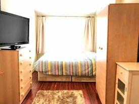 Luxury large room, 3min Tube ,TV, Very Clean, Fibre Optic, Nespresso Machine, EU AU, CApreferred