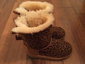 Animal print Ugg boots size 10 very good condition