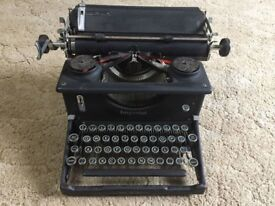 Vintage Imperial Typewriter 1930's/1940's Made in Leicester UK