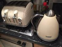 Kettle and 4 slice toaster delongi matching set